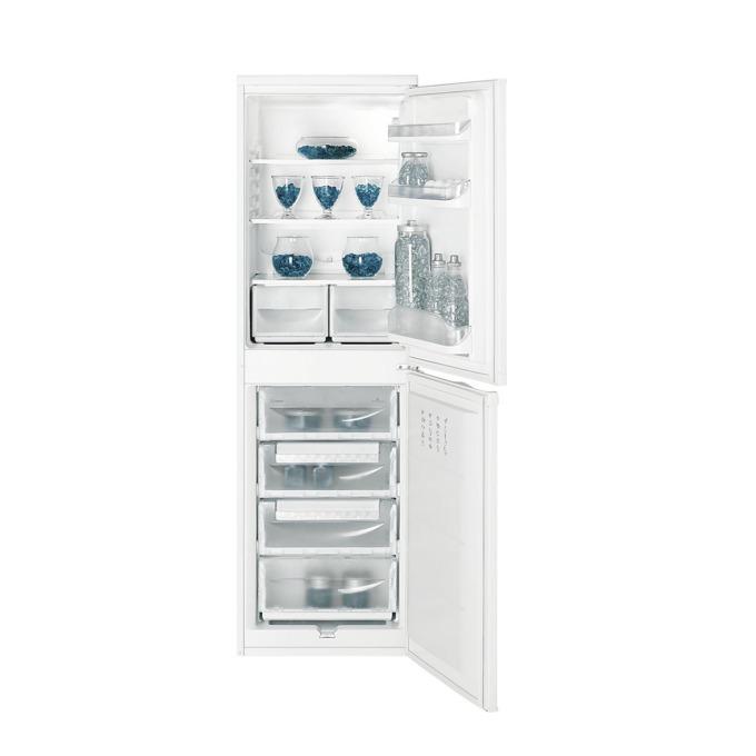 Хладилник с фризер Indesit CAA55, клас А+, 234 л. общ обем, свободностоящ, 256 kWh/годишно, SuperFrost функция, антибактериална система, бял image