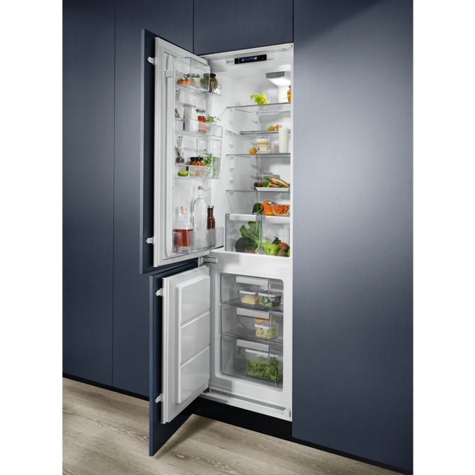 Хладилник с фризер Electrolux ENN2874CFW, клас A++, 264 л. общ обем, за вграждане, 227 kWh/годишно, FreeStore технология, Custom Flex, бял image
